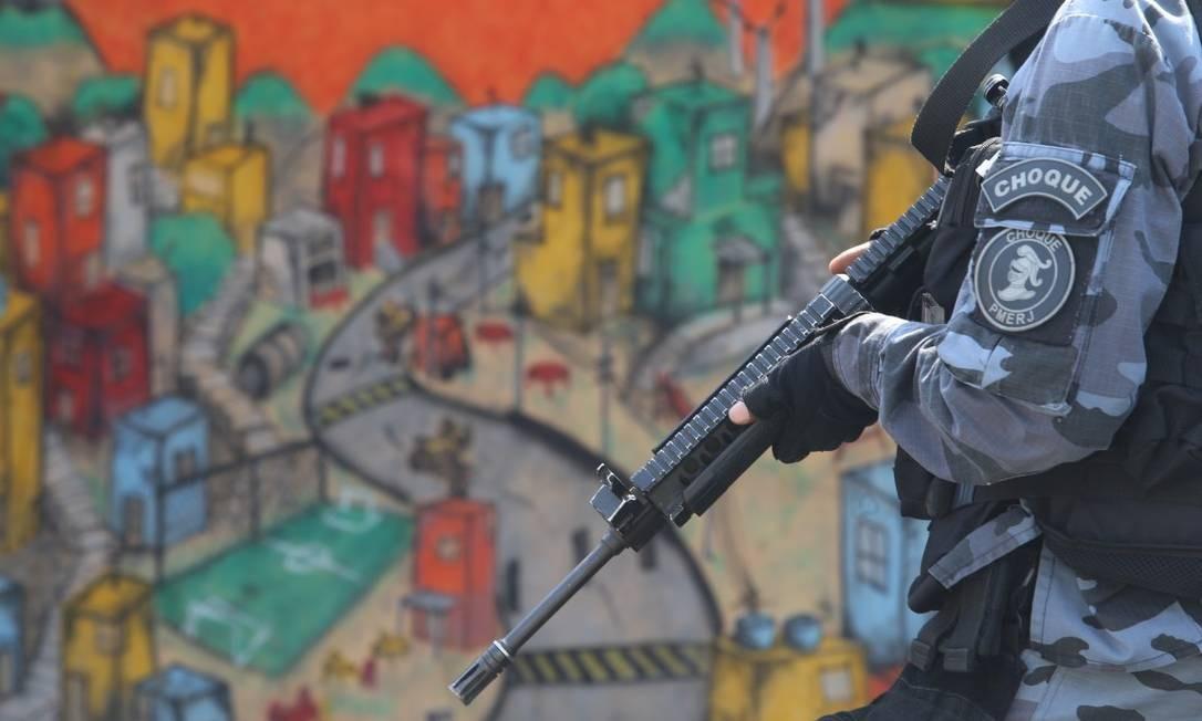 Na operação do Complexo do Alemão, seis pessoas morreram e um policial ficou ferido Foto: Fabiano Rocha / Fabiano Rocha