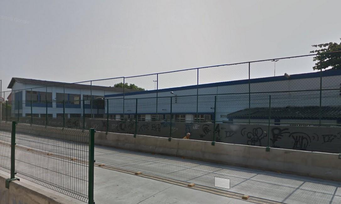 A escola Clotilde Guimarães fica em Ramos; ninguém ficou ferido, segundo a PM Foto: Reprodução Google Street View