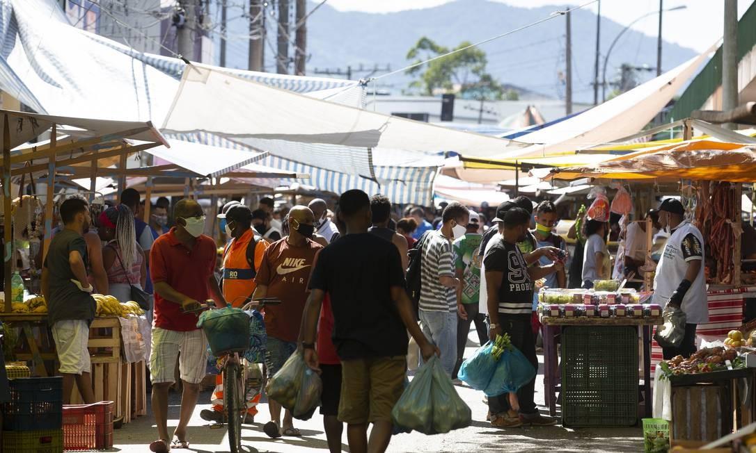 Feira livre de Campo Grande, bairro recordista de óbitos por Covid-19 Foto: Márcia Foletto / Agência O Globo