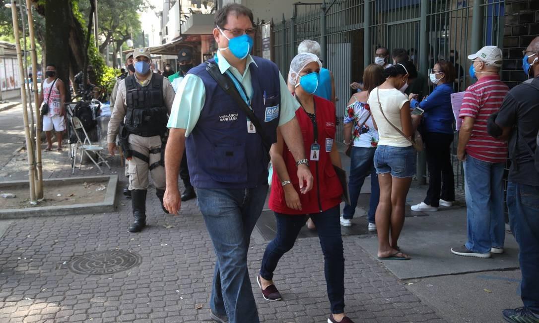 Superintendente fiscal Flávio Gra?a durante fiscaliza??o Foto: Pedro Teixeira 06-07-2020 / Agência O Globo