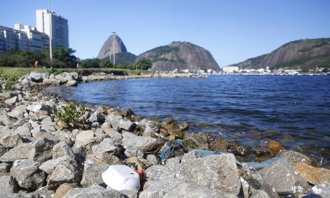 As águas da Baía de Guanabara: seu potencial econômico e seus desafios ambientais estarão em debate na Semana Rio 2020 Foto: Fabio Rossi / Agência O Globo