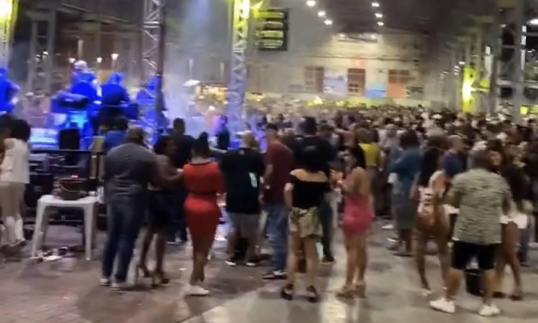 Evento com shows de samba reuniu centenas de pessoas na Zona Norte do Rio, no dia 22 Foto: Reprodução