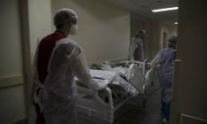 Atendimento de pacientes com Covid no Hospital Municipal Ronaldo Gazolla, referência no Rio para a doença. O hospital é o maior do Brasil em número de leitos para Covid. Foto: Márcia Foletto / Agência O Globo