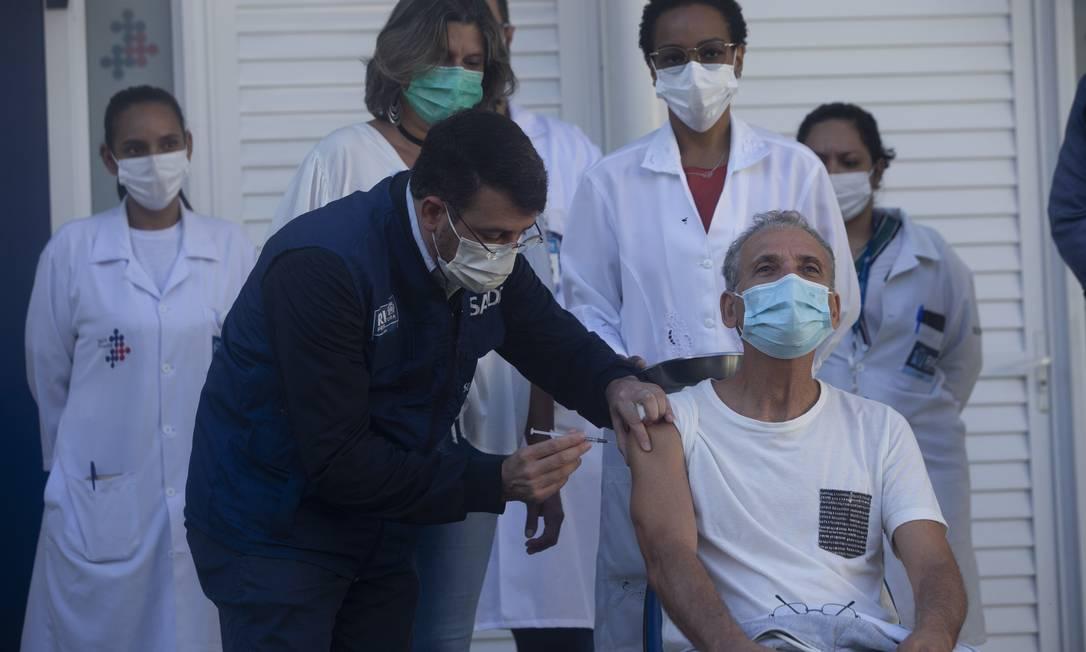 A Secretaria municipal de Saúde do Rio anunciou o adiantamento do calendário de vacinação contra a Covid-19 Foto: Maria Isabel Oliveira / Agência O Globo