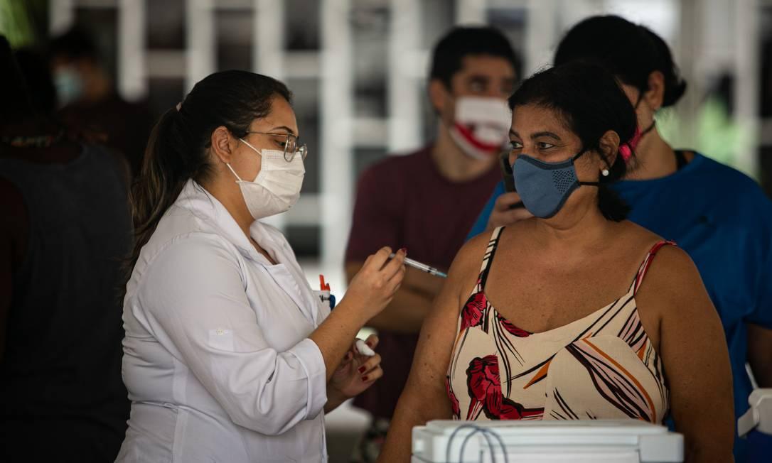 Eduardo Paes anuncia calendário de vacinação no Rio até outubro para todos acima de 18 anos Foto: Hermes de Paula / Agência O Globo