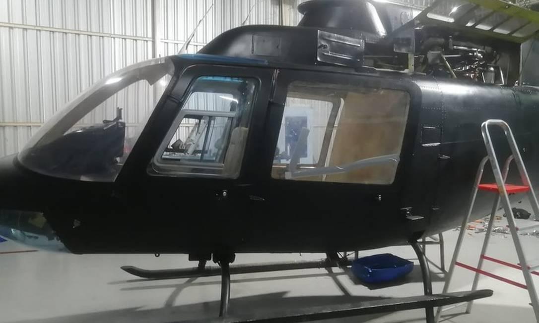 Um dos cinco helicópteros apreendido em hangar irregular Foto: Divulgação