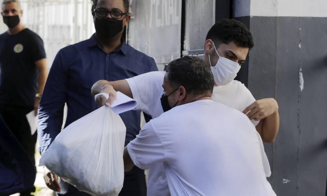Vinícius deixou a prisão após dez dias Foto: Domingos Peixoto / Agência O Globo