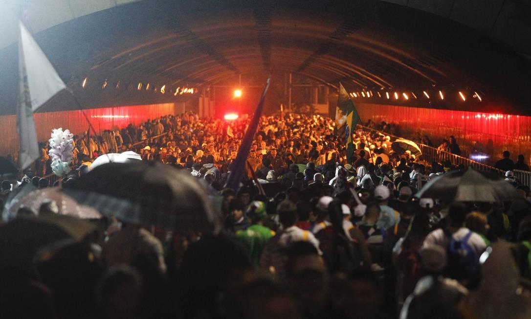 Peregrinos tomam as ruas de Copacabana após término de cerimônia com Papa Pedro Kirilos / Agência O Globo