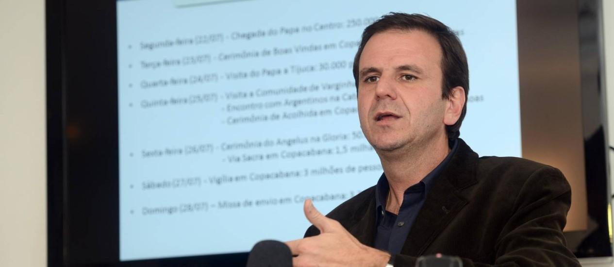 O prefeito do Rio, Eduardo Paes, em entrevista coletiva nesta segunda-feira Foto: J.P.Engelbrecht / Divulgação