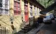 Casas antigas, construídas na época em que portugueses formavam grande parte da população, resistem ao tempo nas vilas espalhadas pelo bairro Foto: abio Rossi / Agência O Globo