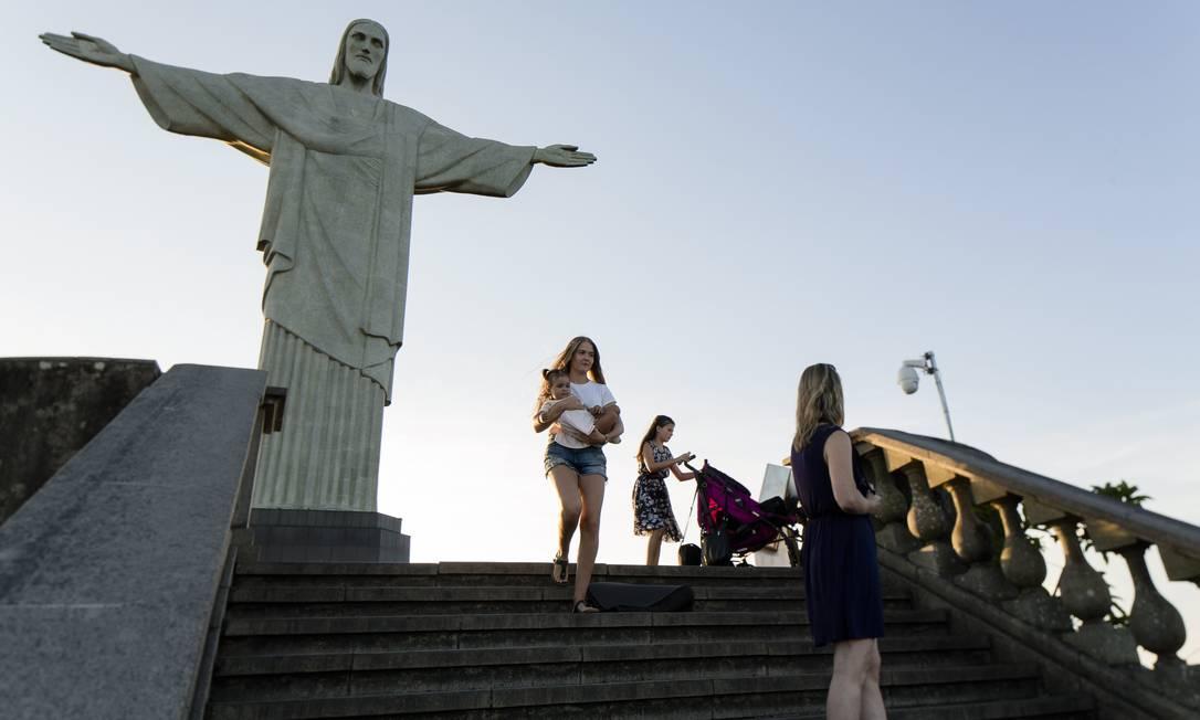 Visitantes no Cristo Redentor Foto: Leo Martins / Agência O Globo