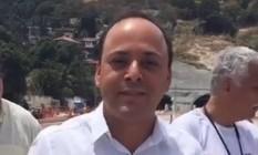 Rodrigo Neves estava acompanhado de assessores e mandou beijos para o sujeito que o hostilizou Foto: Reprodução
