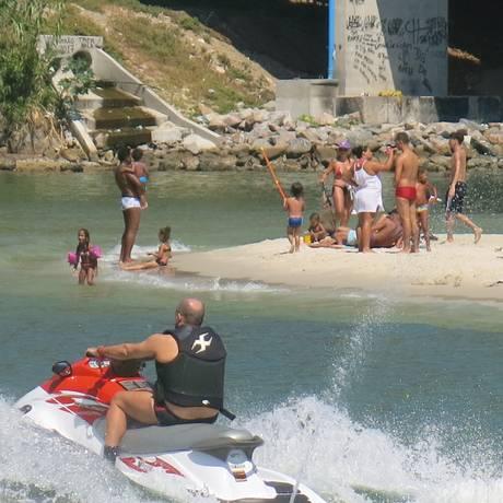 ccd0a06c9 Jet ski muito próximo da orla  perigo para os banhistas Foto  Stéfano Salles