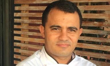 Clemilson Ferreira no Aloha, primeiro restaurante a assumir o posto de chef Foto: Divulgação / Luís Riedlinger