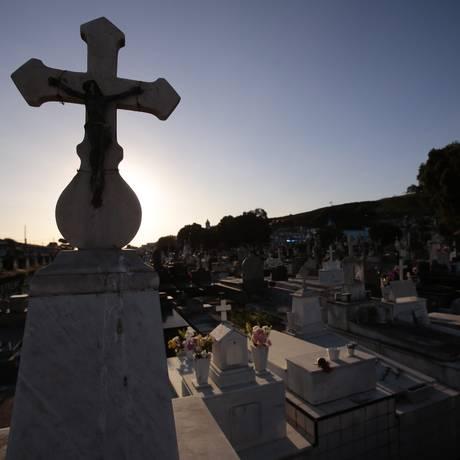 No Cemitério do Maruí, sepultamento chega a custar R$ 600, sem o caixão Foto: Thiago Freitas / Agência O Globo