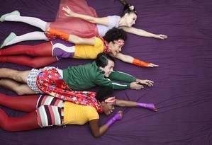 Joana Lerner, Aline Borges, Breno Motta e Noêmia Oliveira formam elenco da peça Foto: Divulgação/Julio Ricardo