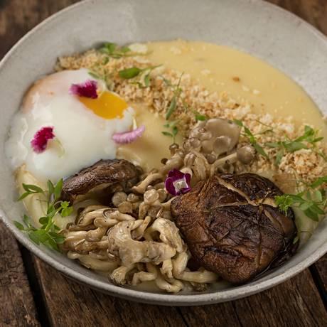 Prato principal do Dona Désirée leva dois tipos de cogumelo, shimeji e shiitake Foto: Divulgação/Rodrigo Azevedo