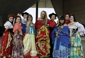 A turma de alunos de dança cigana com Síndrome de Down da é uma das atrações do evento Foto: Gabriel de Paiva / Agência O Globo