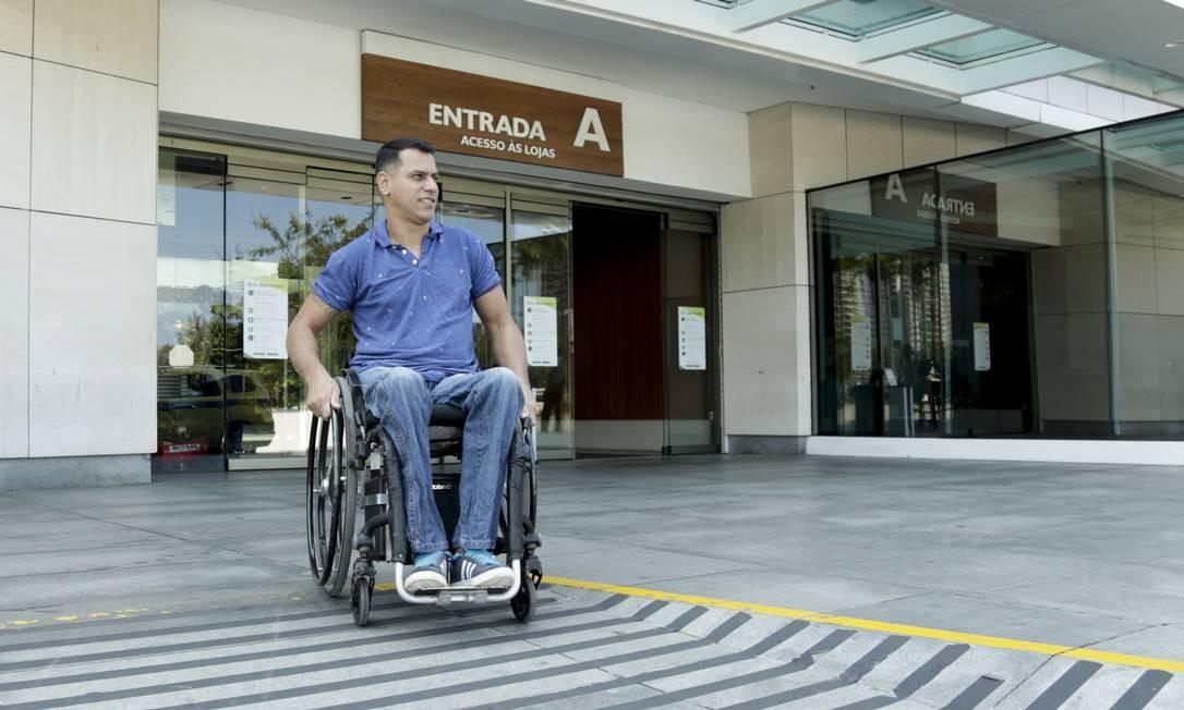 André Melo de Souza elogia a acessibilidade dos shoppings Foto: Gabriel de Paiva / Agência O Globo