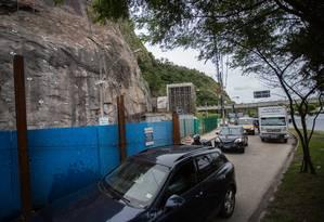 Interdição na Estrada da Barra causa engarrafamentos Foto: Emily Almeida / Agência O Globo