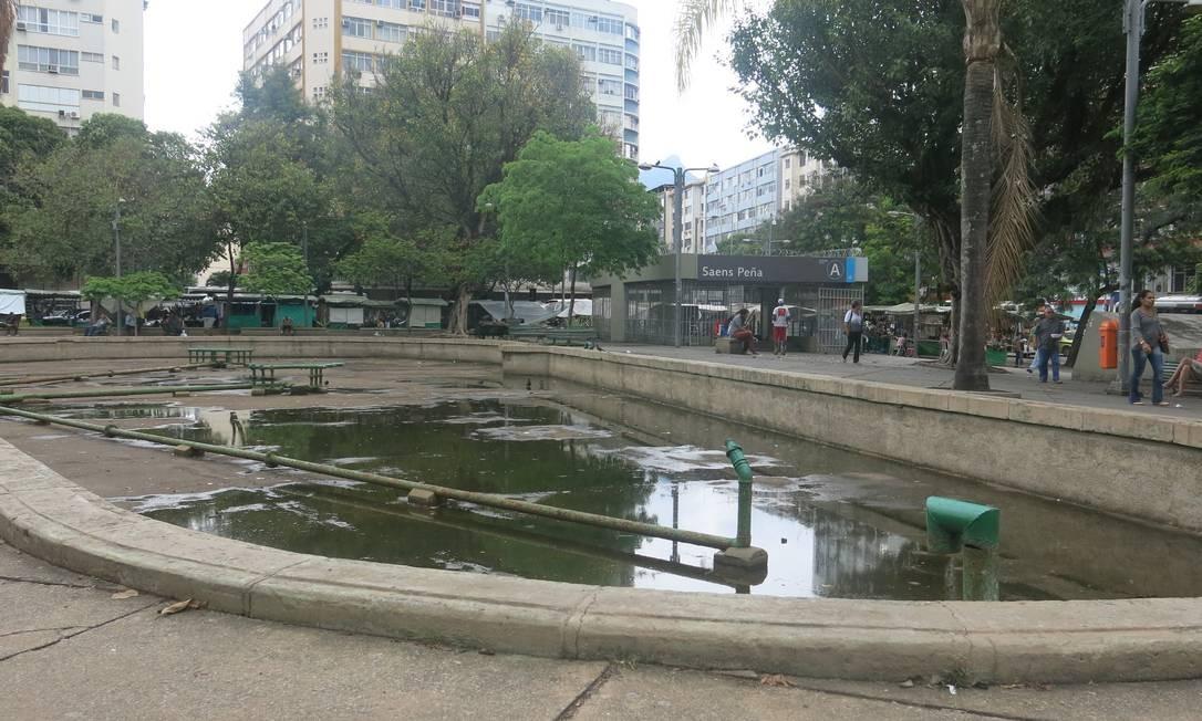 Após forte chuva, o cenário era de poças. Foto: Mauricio Peixoto / Agência O Globo