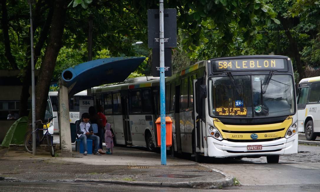 Ônibus da linha 584, que faz o trajeto Cosme Velho-Leblon Foto: Emily Almeida / Agência O Globo