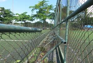 Quadras e campos do Parque do Flamengo estão em condinções precárias Foto: Paulo Assad / Agência O Globo