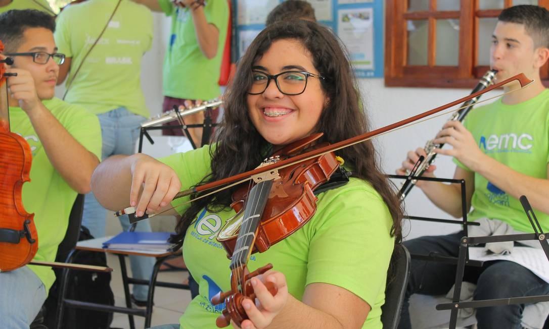 Sara Arcanjo começou a tocar violino aos dez anos de idade Foto: Divulgação / Divulgação