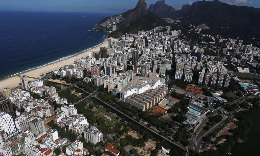 Vista panorômica do bairro: do Jardim de Alah aos pés do Morro Dois Irmãos. Foto: Custódio Coimbra / Agência O Globo