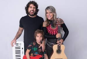 Família Cristelo: Glaucio, Tay e o filho Lucas Foto: Divulgação