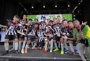 Jovens da equipe da escolinha Trops FC, em Pendotiba, Niterói Foto: Divulgação/NorWay Cup