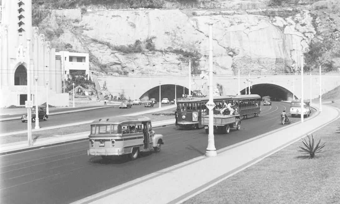 O acesso ao Túnel Novo, em Botafogo, no ano de 1953 Foto: Milan/Tyba