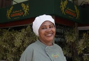 Patrimônio. A chef Maria Bárbara está 20 anos à frente da cozinha da Academia da Cachaça da Barra Foto: Berg Silva/Divulgação