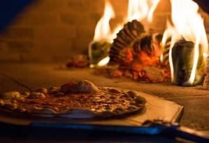 Varandas. A pizzaria, famosa na Maré, mudou de endereço e há três anos faz sucesso na Rua Leopoldina Rêgo, em Ramos (3885-4151), com rodízio de pizza (mais de 30 opções de sabores no forno a lenha a R$ 32,90, de segunda a sexta) Foto: Divulgação