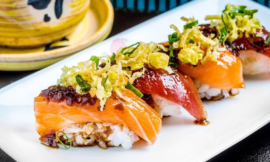 Origami. O restaurante sugere o Zuke Sushi (R$3 0,70), duas duplas de atum e salmão preparadas com um molho especial do chef e finalizadas com alho-poró Foto: Divulgação/Filico