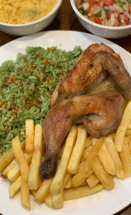 Na Casa do Galeto (3648-0057), o meio galeto com fritas e arroz de brócolis custa R$ 17 Foto: Divulgação