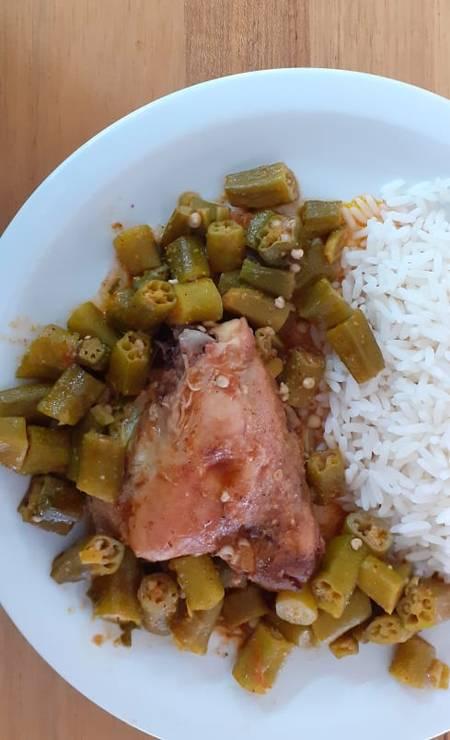 Santo Remédio. O frango com quiabo (R$ 23) também é o prato das quartas-feiras no Santo Remédio (3217-3515) Foto: Divulgação