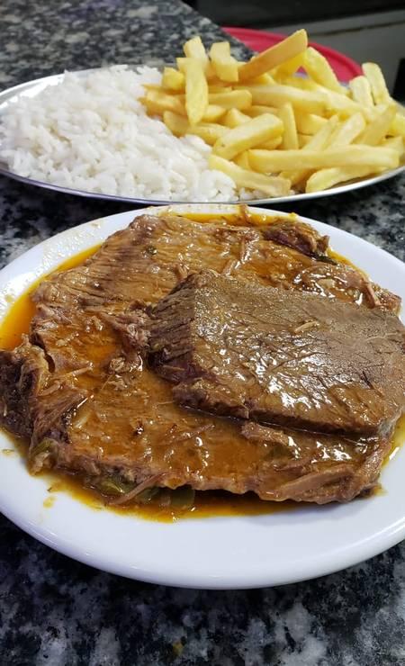 Bar do Momo. A carne assada (R$ 17) é o prato servido às quartas-feiras (2570-9389) Foto: Divulgação