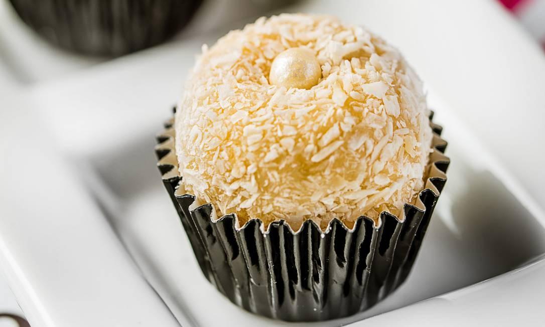 Saiba como fazer beijinho de coco sem glúten e lactose