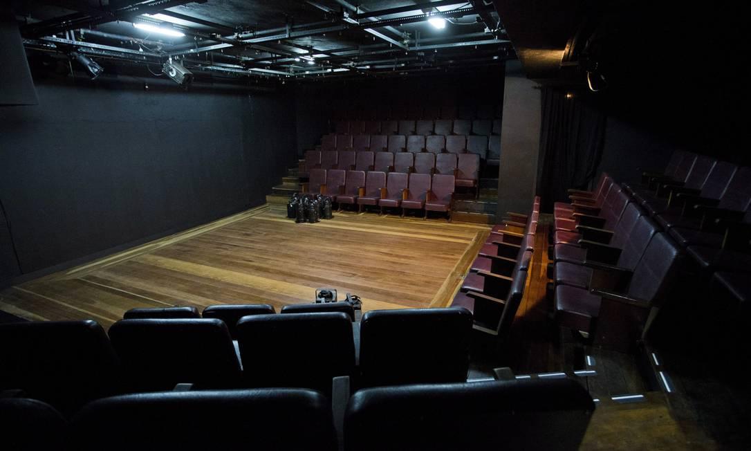 O palco do Teatro Candido Mendes vai receber os concorrentes do Festival Par Stand-up Foto: Guito Moreto / Agência O Globo