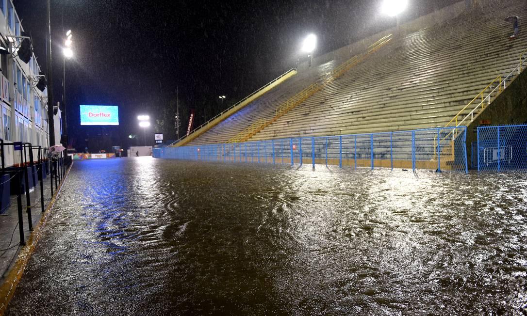 Sapucaí alagada após temporal Foto: Diego Mendes / Agência O Globo