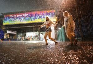 Forte chuva atinge a região do Sambódromo Foto: Marcio Alves / Agência O Globo