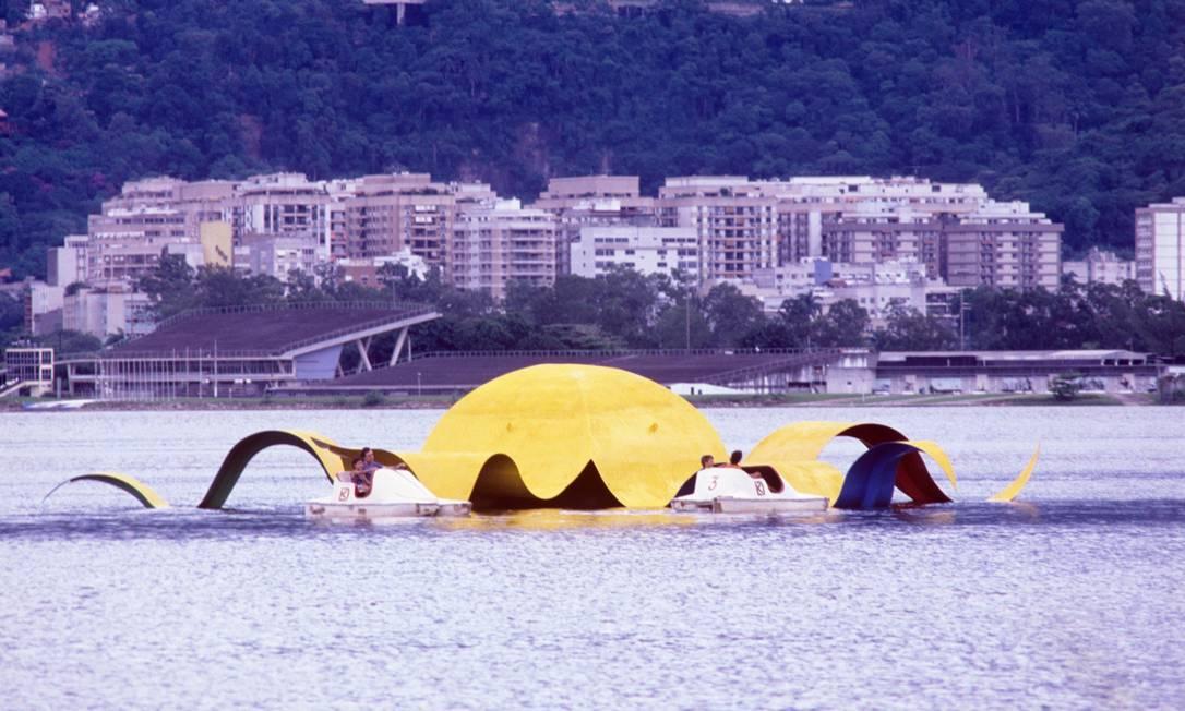 Em 1990, escultura Estrela, de Tomie Ohtake, na Lagoa Arquivo O Globo / Agência O Globo