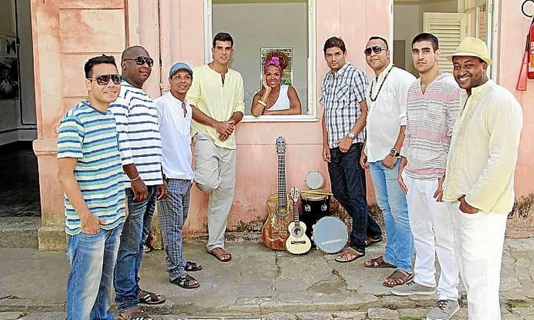 <cutline_leadin>Celeiro de bambas. </cutline_leadin>Os nove integrantes do grupo Arruda reunidos Foto: Divulgação/Tyno Cruz