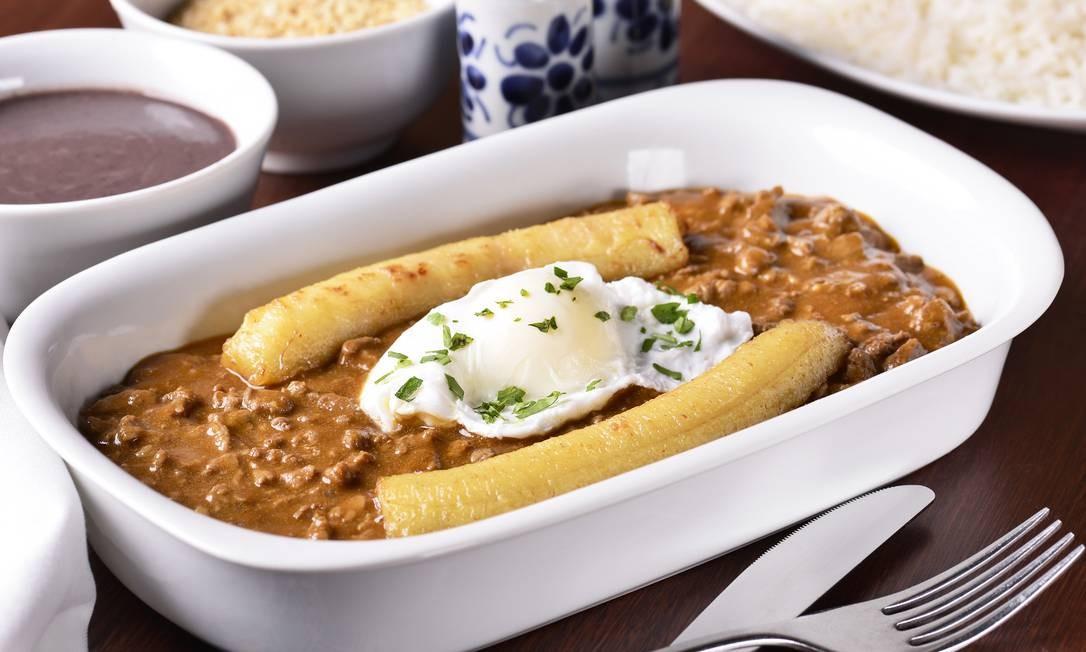 Rancho Português. A versão do prato à moda do Rio (R$ 94) é com ovo pochê, farofa de biscoito e creme de feijão preto. Rua Maria Quitéria 136, Ipanema. Divulgação