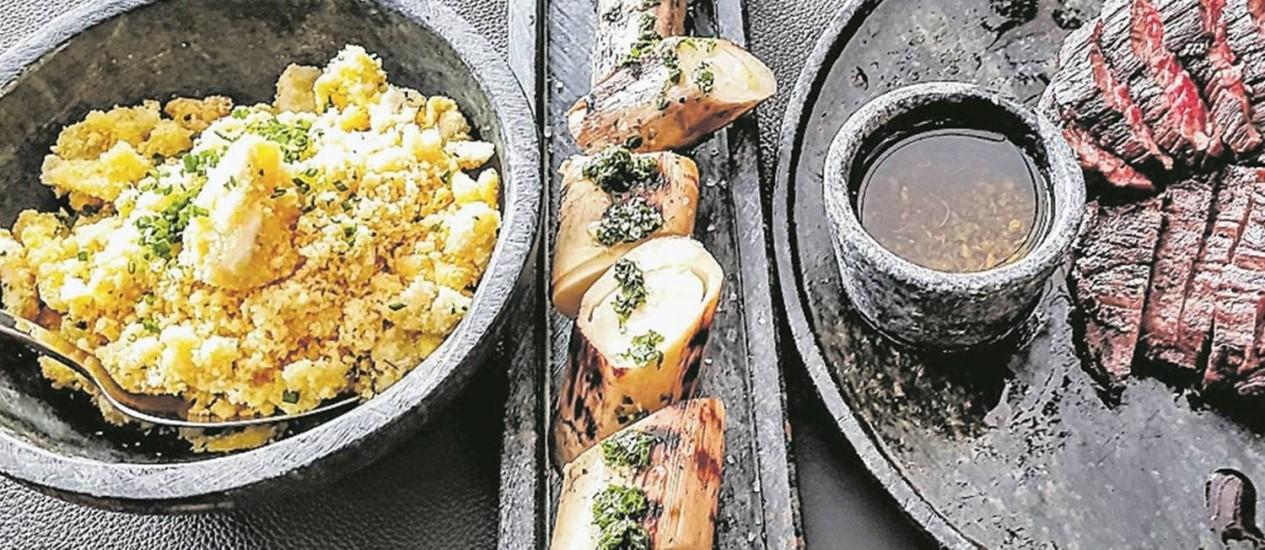 Restaurante Malta: farofa de ovo, palmito confit e fraldinha Foto: Luciana Fróes / Luciana Fróes