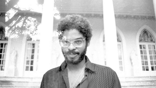 O cantor Negro Leo. Foto: Igor Marques / Divulgação
