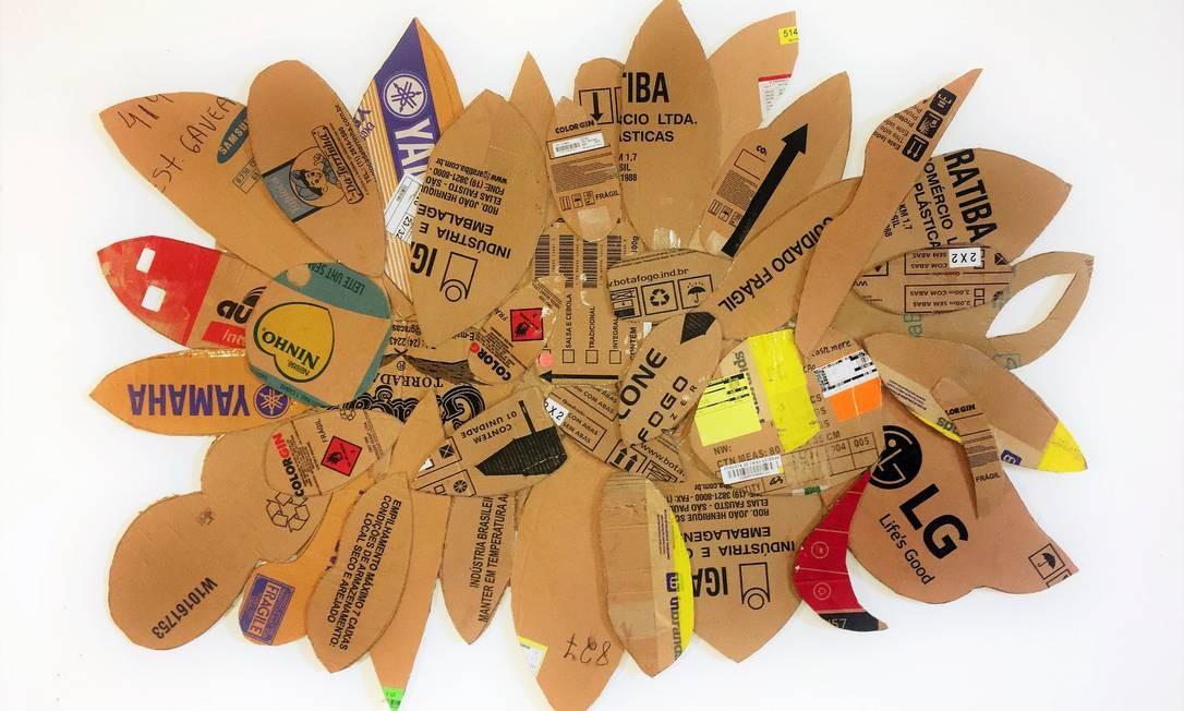 Em 'descartes', a artista utilizou papel e papelão reciclado para criar suas obras Foto: Divulgação