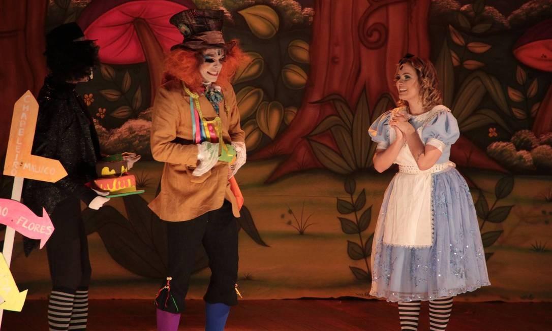 """Um chá para Alice. Adaptação de """"Alice no País das Maravilhas"""" em cena no Teatro Miguel Falabella. NorteShopping. Av. Dom Helder Câmara 5.332, Cachambi — 2597-4452. Qui, às 16h. R$ 60. Até 28 de outubro. Divulgação"""