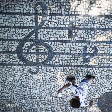 Calçada dos compositores, em Vila Isabel Foto: Fernando Lemos / Agência O Globo